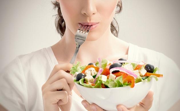 Encontramos fibras solubles e insolubles que pueden tener diferentes acciones en nuestro cuerpo en los alimentos.