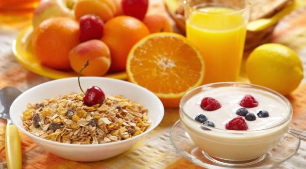 Lo cierto es que la levadura de cerveza se convierte en el suplemento nutricional ideal para tomar todas las mañanas con el desayuno.